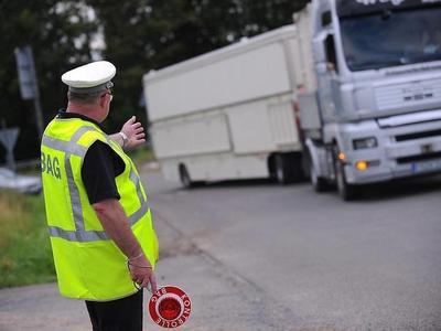 Разочарованные офицеры немецкой госавтоинспекции. «Нам не хватает ноутбуков для контроля грузовиков»