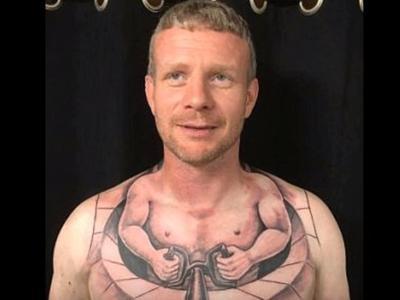 Hit czy kit? Zdjęcia 'interaktywnego' tatuażu kierowcy ciężarówki obiegły cały Internet