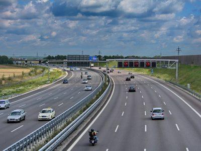 Jeszcze jeden land rozluźnia niedzielny zakaz jazdy ciężarówek. Wkrótce ograniczenia zostaną złagodzone w całych Niemczech