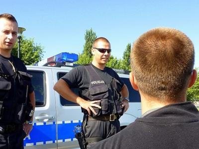 """Kamery na mundurach policjantów już w listopadzie. Minister uważa, że to będzie """"obiektywne narzędzie"""""""