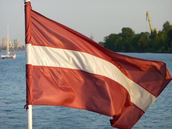 Strajk celników na Łotwie. Przejazd przez granicę utrudniony