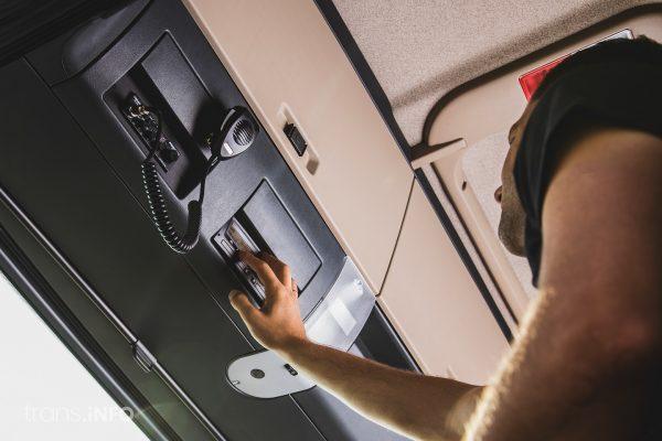 Francuzi i Belgowie karzą za manipulacje przy cyfrowym tachografie. Grzywna wyrywa kieszeń
