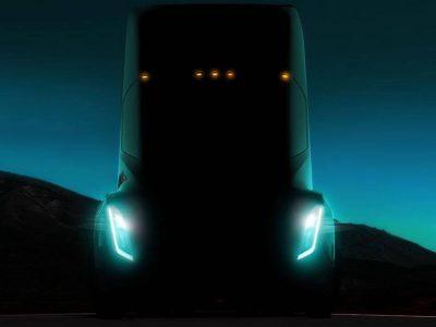 Названа дата первого заезда беспилотного грузовика Tesla