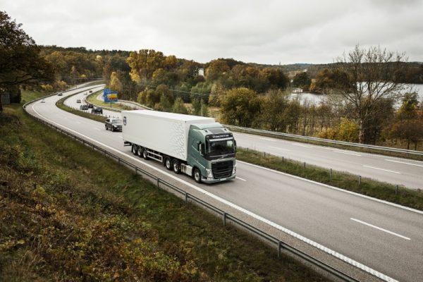 Zautomatyzowany transport drogowy może dać miliardowe oszczędności. Eksperci policzyli, ile by zyska