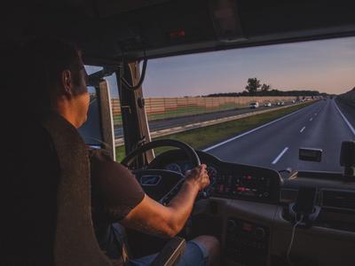 Неделя с водителями грузовиков. Немецкий репортаж о жизни за рулем