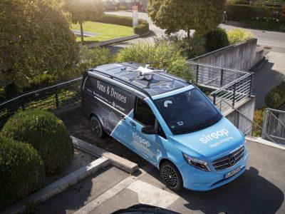 """Šveicarijoje darbą pradėjo pirmieji pristatymui skirti """"Mercedes"""" automobiliai su bepiločių orlaivių tūpimo punktais"""