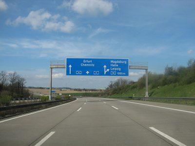 """Kolejne zakazy wyprzedzania dla ciężarówek. Saksonia chce walczyć z """"wyścigami słoni"""""""