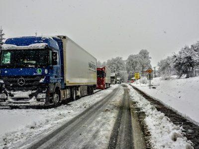Pavojingi žiemos reiškiniai reikalauja kelininkų ir vairuotojų atidumo