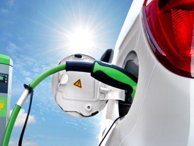 STUDIU: Românii sunt cei mai optimişti europeni în privinţa viitorului maşinilor electrice