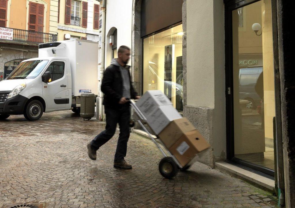"""Międzynarodowa firma kurierska podnosi stawki I kolejna odsłona cyklu o """"umowach-pułapkach"""""""