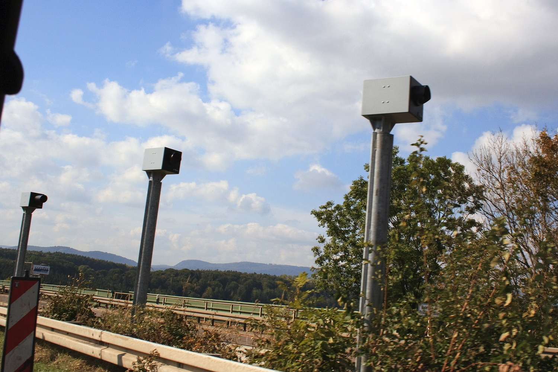 Inteligentne fotoradary na niemieckiej autostradzie. Odróżniają osobówki od ciężarówek