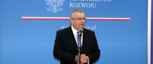 """Polski minister proponuje utworzenie """"Karty dobrych praktyk w transporcie drogowym"""""""