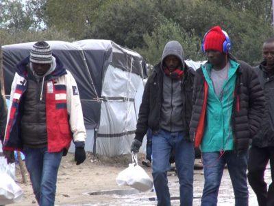 Prancūzų vežėjai kelia ultimatumą. Vyriausybė pagaliau turi imtis spręsti klausimą dėl pabėgėlių Kalė uosto regione