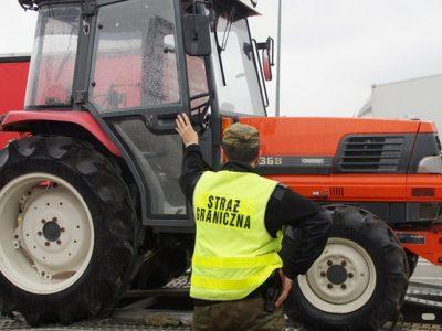 Уникальная перевозка из Польши в Украину – эвакуатор вез трактор, который был украден на территории Японии…
