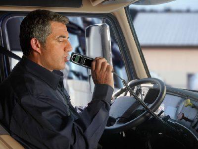 """""""Alkoblokai"""" Lietuvoje. Neblaivus vairuotojas pats galės pasirinkti baudą"""