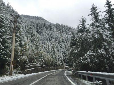Circulația pe Transfăgărășan este închisă din cauza căderilor de zăpadă