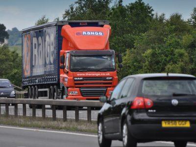 Ciągnik DAF-a w służbie brytyjskiej drogówki. Przyłapano z niego setki kierowców