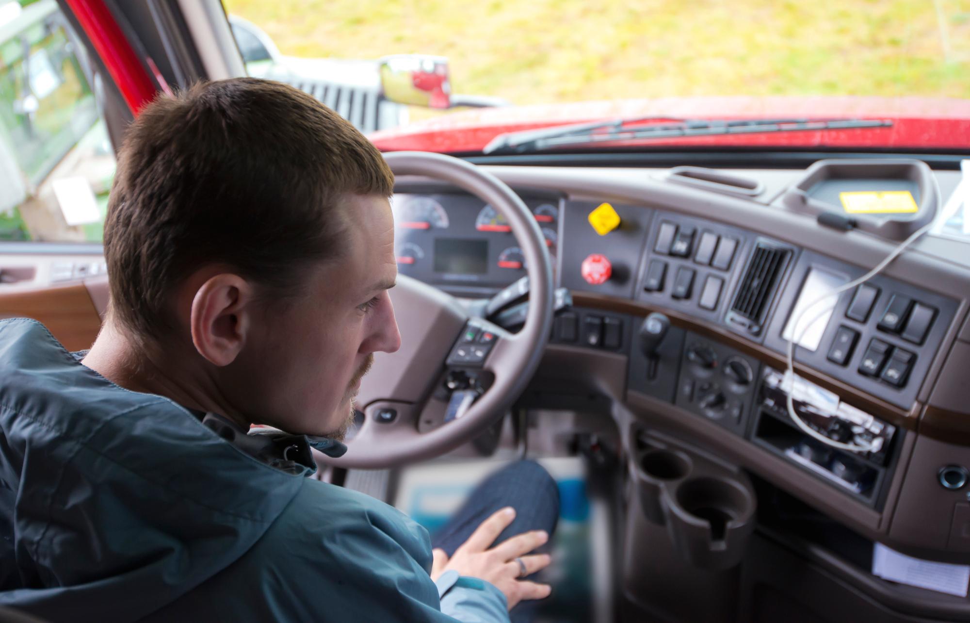 17-latkowie za kierownicą 40-tonowych pojazdów? Niemcy mają pomysł na brak kadr w transporcie