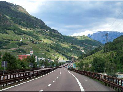 Scharfe Kritik: Tirol ist herbe enttäuscht in puncto EU-Maut für LKW und droht mit weiteren Dosierungen der Brenner-Region