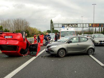 Kötelező vezetéstámogató rendszereket az új autókba – javasolta az Európai Parlament