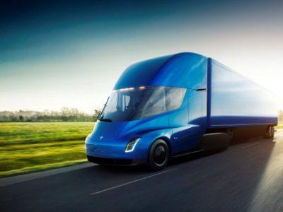"""Ciężarówka Tesla Semi z trybem """"Mad Max"""". Szalony pomysł Elona Muska"""