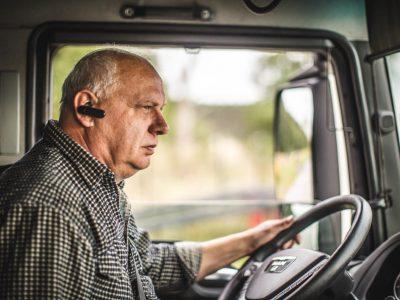 Dėmesio, kontroliuojamas vairavimas. Britai tikrina, kaip sunkvežimių stebėjimas veikia vairavimo stilių