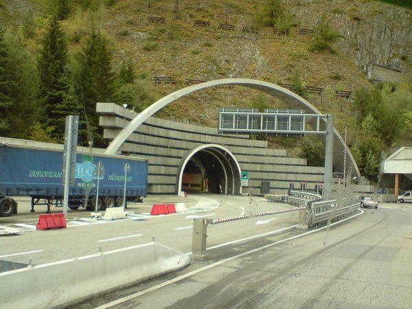 Uwaga na utrudnienia w tunelach na granicy włosko-francuskiej i w Belgii