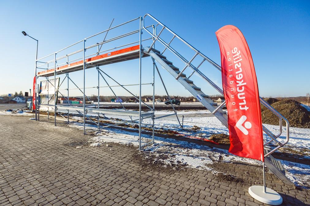 Veszélyes a hó és a jég a kamionon tetején! Itt megtalálja, Németországban és Ausztriában hol lehet a havat letakarítani