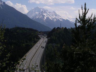 Austrai nori praleidimų blokais Brenner perėjoje Tirolyje. Bavarija protestuoja