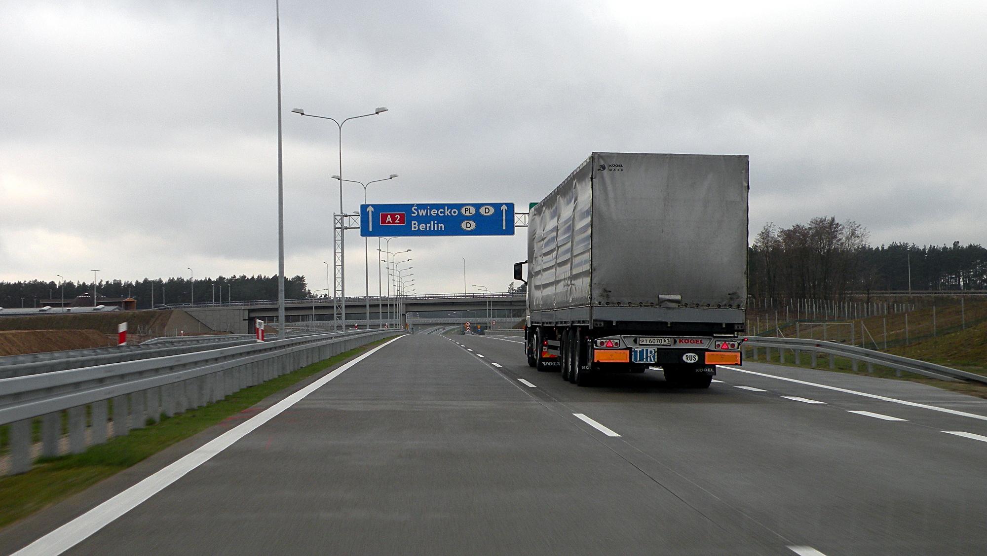 Zakaz wyprzedzania dla ciężarówek na A2 został wydłużony