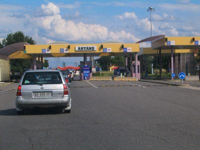 Órás várakozás Ártándnál – újra él a szisztematikus határellenőrzés