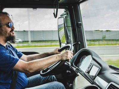 538 Eur lietuviams ir 424 Eur užsieniečiams – tiek siūlo Lietuvos darbdaviai tolimųjų reisų vairuotojams