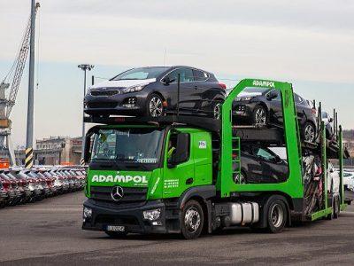 Polski port i operator logistyczny zaangażowane w transport aut koncernu KIA