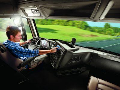 17-летние водители 40-тонных автомобилей? У немцев есть идея на отсутствие кадров в транспортной отрасли