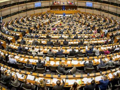 Parlamentul European ia în considerare relaxarea normelor privind calificarea şoferilor profesionişti