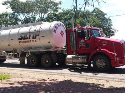 12-letnia Kolumbijka za kierownicą ciężarówki