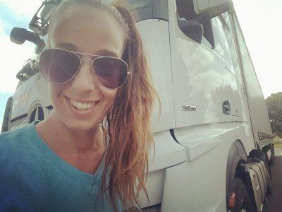 Kamionos élet női szemmel? És még milyen nyíltan… – Varga Nikolettel, a legvagányabb kamionoscsajjal beszélgettünk
