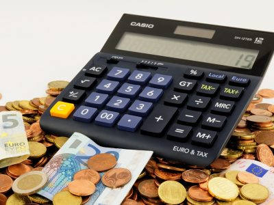 Umowy-pułapki na przewoźnika. Jak spedytor blokuje rekompensatę 40 euro?
