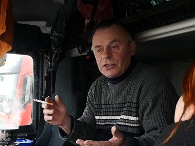 Aut zatrzęsienie, a infrastruktura żadna, na parkingach tłok… Zakaz noclegu w kabinie oczami polskich kierowców