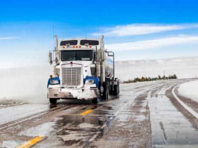 Sfaturi pentru conducerea în siguranță a camionului în timpul iernii