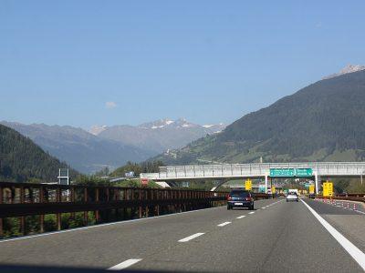 Tirolyje nauji vilkikų praleidimai blokais