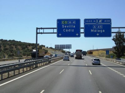 Spania: Sancțiuni mai mari pentru viteză excesivă și folosirea telefonului mobil la volan