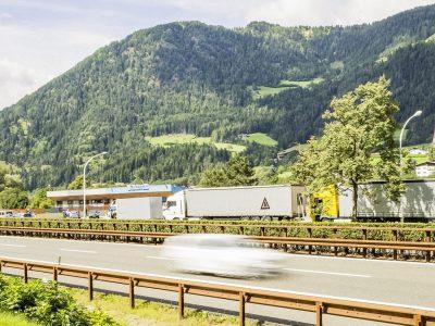 Tyrol znów rozszerza zakaz dla ciężarówek. Ta szykana zakrawa na absurd