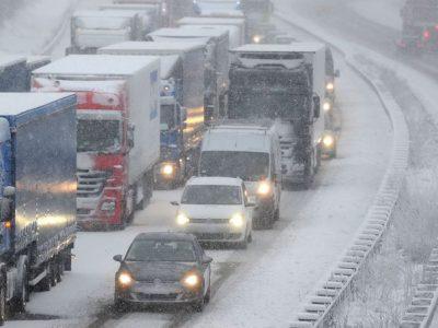 Alertă de trafic în mai multe ţări europene: Viscol, polei, incendii și inundații