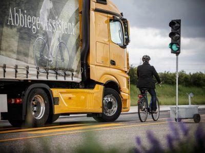 Zuschuss bis 1500 Euro pro Lkw. Berlin fördert den Einbau von Abbiegeassistenzsystemen