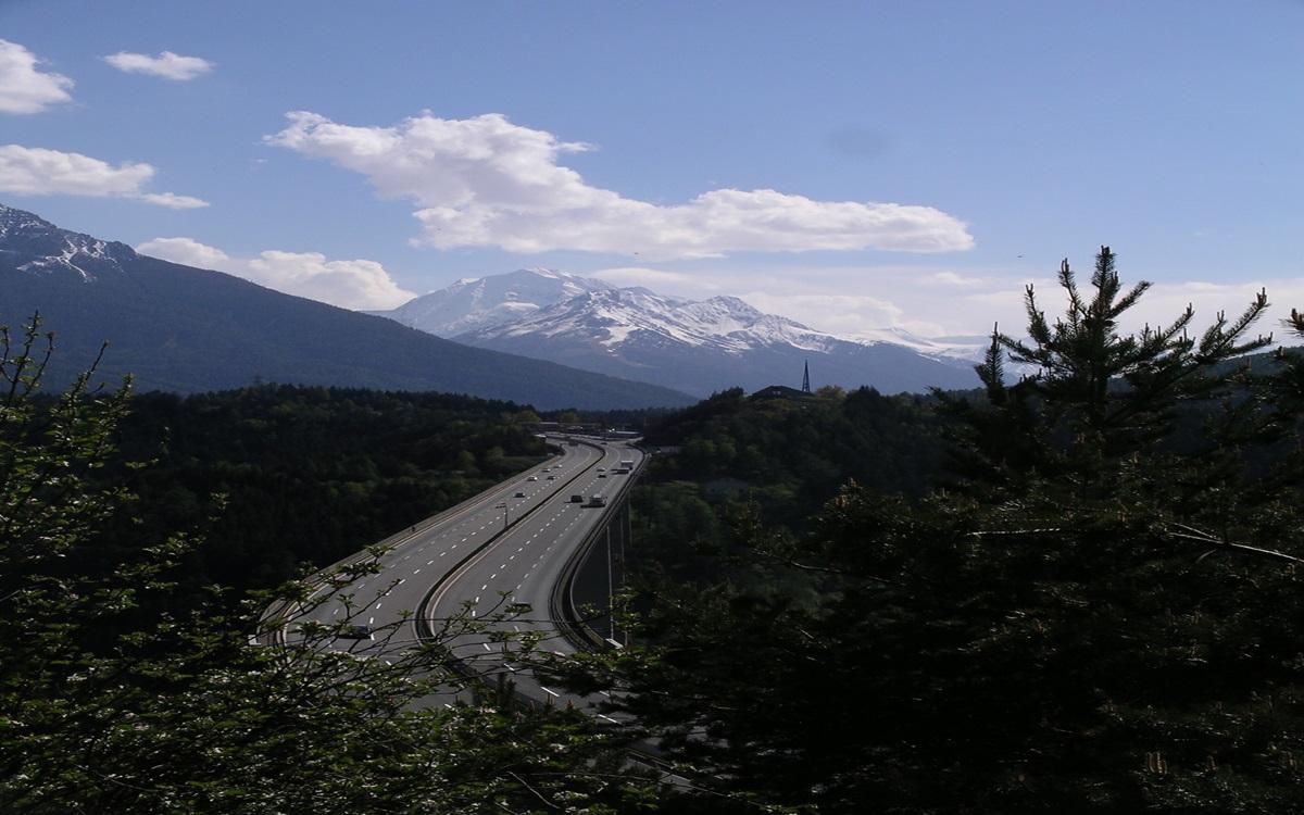 Tyrol przedłuża zakaz dla ciężarówek obejmujący dojazd do stacji benzynowych