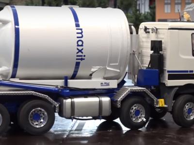 Modellbau: RC Silo Truck bei der Arbeit
