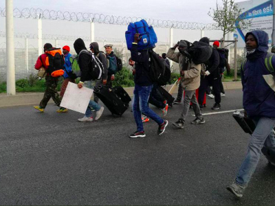 The situation in Calais is still tense. Macron is demanding increased controls. The British are surprised