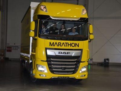 Najlepszy kierowca niczym lider kolarskiego wyścigu. Dostał od firmy żółtą… ciężarówkę