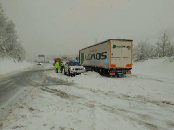Wintereinbruch sorgt für Chaos auf spanischen Straßen